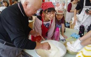 親子豆腐作り体験